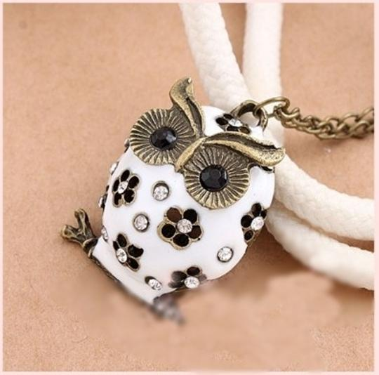 Preload https://item5.tradesy.com/images/white-bogo-free-owl-sweater-free-shipping-necklace-1987249-0-0.jpg?width=440&height=440