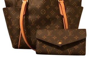 Authentic Louis Vuition ! 90% new ! Come in a set with the toe and the wallet Tote in Brown