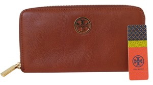 Tory Burch Tory Burch Clayton Leather Zip Around Wallet in Cognac