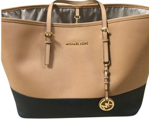 Michael Kors Jet Set Travel Medium Tote in Beige/Black