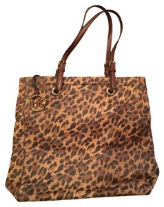 Michael Kors Tote in Brown animal print
