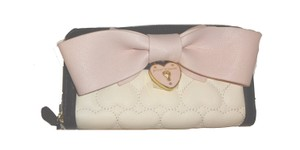 Betsey Johnson QUILTED HEART/PINK BOW/ ZIP AROUND/CREAM WALLET