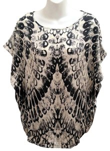 Vince Camuto Flutter Sleeve Geometric Top Black & White