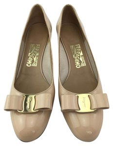 Salvatore Ferragamo Ferragamo Bow Low Heel Nude Pumps