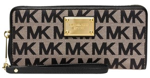 Michael Kors Michael Kors Jet Set Travel Continental Wallet Black