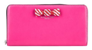 Marc Jacobs * Marc Jacobs Ribbon Candy Bow Zip Around Continental