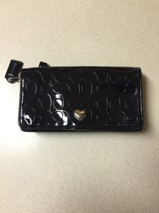 Embossed C's patent leather wallet.