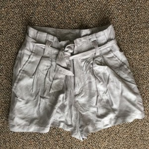 H&M Dress Shorts Metallic grey