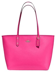 Coach Shoulder Tote in pink ruby /Gold Tone