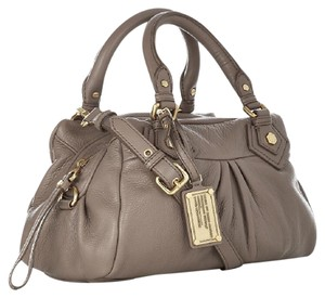 Marc Jacobs Q Groovee Jacobs Classic Q Jacobs Satchel in Cement