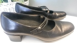 Munro American Black Pumps