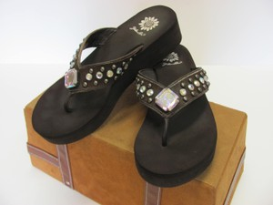 Yellow Box Leather Size 8.00 M Very Good Condition Brown Sandals
