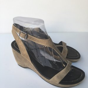 Donald J. Pliner Taupe/Gold Metallic Wedges