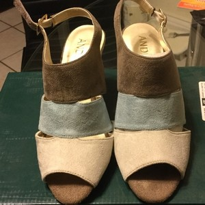 Andiamo Wide Suede Kid Suede Leather Taupe/Blue/Cream Pumps