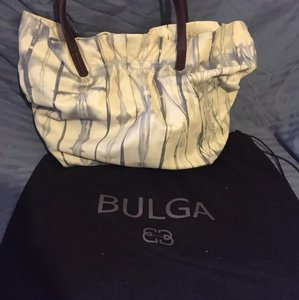 Le'Bulga Tote in White Tye Dye