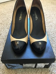 Chanel Beige Logo Beige/Black Pumps