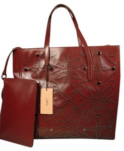 ALAÏA Attached Envelope New Heart Mirror Gunmetal Studs Tote in Dark Burgundy/Bordeaux
