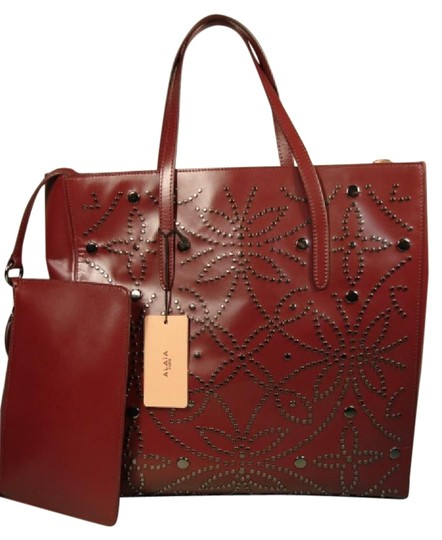 Preload https://img-static.tradesy.com/item/19892677/alaia-studs-open-top-large-dark-burgundybordeaux-leather-tote-0-1-540-540.jpg