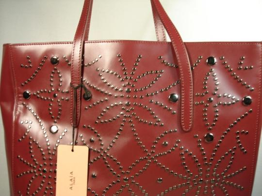 ALAA Attached Envelope New Heart Mirror Gunmetal Studs Tote in Dark Burgundy/Bordeaux Image 1