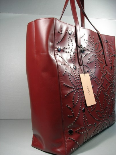 ALAA Attached Envelope New Heart Mirror Gunmetal Studs Tote in Dark Burgundy/Bordeaux Image 3