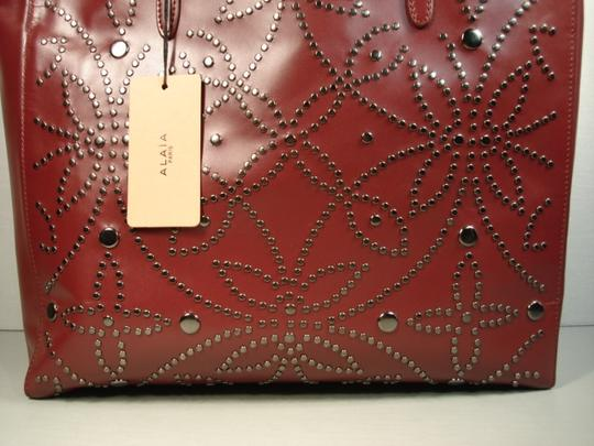 ALAA Attached Envelope New Heart Mirror Gunmetal Studs Tote in Dark Burgundy/Bordeaux Image 4