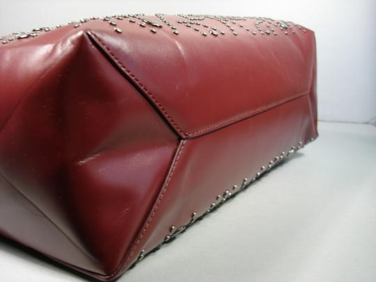ALAA Attached Envelope New Heart Mirror Gunmetal Studs Tote in Dark Burgundy/Bordeaux Image 8