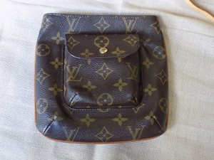 Louis Vuitton Clutches Purses Wristlet in Monogram Canvas