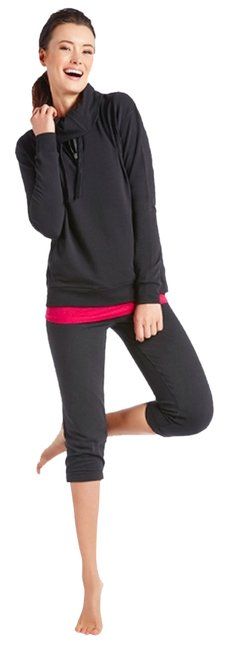 Item - Black and Berry Activewear Top Size 8 (M, 29, 30)