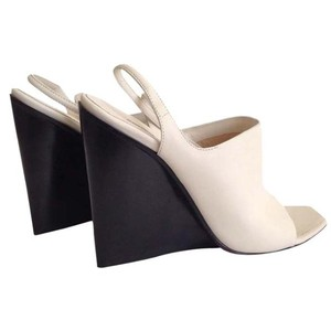 CoSTUME NATIONAL Leather White Sandals