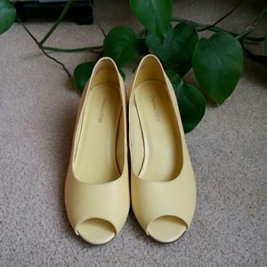 Coup d'etat Studio Yellow Pumps
