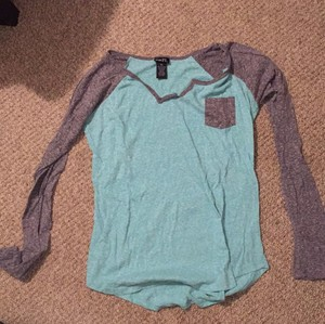 Rue 21 Top Seafoam and grey