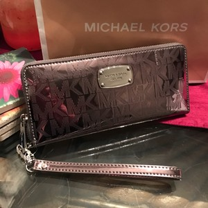 Michael Kors Wristlet in Nickle