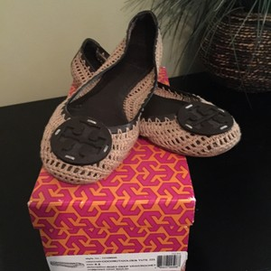 Tory Burch Tan and brown Flats
