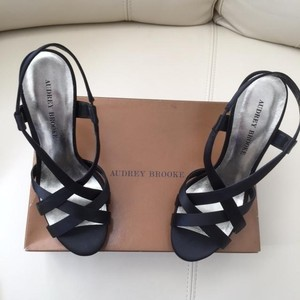 Audrey Brooke Black/Gold Sandals
