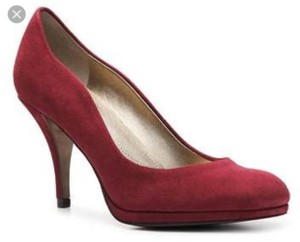 Tahari Burgundy Pumps