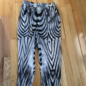 bebe Relaxed Pants Black and white