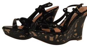 Carlos by Carlos Santana Patent Leather Stylish Pattern Black Wedges