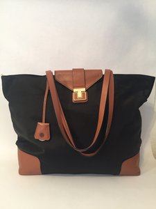Tory Burch Penn Zip Top Tote in Black