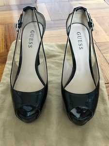 Guess Like New Black Patent Pumps