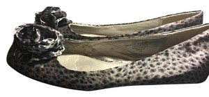 Nine West Silk Print Gray Flats