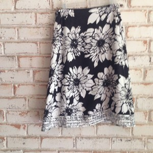 Chico's Skirt Black / white