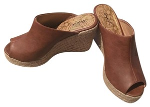 Qupid Camel Wedges
