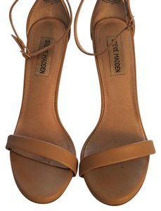 Steve Madden Natural Pumps