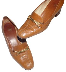 Gucci Comfy Classic Dressy Or Dressier Excellent Vintage camel leather with gold equestrian accents Pumps
