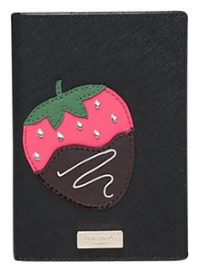 Kate Spade Kate Spade Creme De La Creme Strawberry Black Passport Holder wlru2565