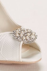 David's Bridal Oval Pearl And Crystal Shoe Clip