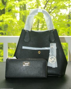 Michael Kors Greenwich Saffiano Leather Tote in Black
