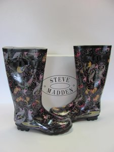 Steve Madden Excellent Codition Rubber Size 8.00 M Black, Pink, Yellow, Purple, Boots