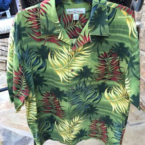 Tommy Bahama Hawaiian / Multi Color Leaf Design / M Shirt