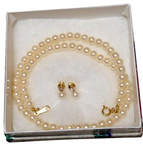 Claire's Faux pearl necklace and earring set